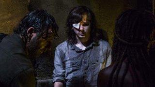 The Walking Dead: Chandler Riggs insieme a Andrew Lincoln e Danai Gurira nell'episodio Honor