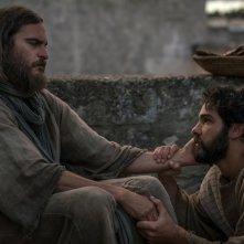Maria Maddalena: Joaquin Phoenix e Tahar Rahim in una scena del film