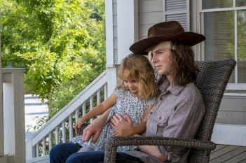 The Walking Dead: Chandler Riggs in una scena dell'episodio Honor