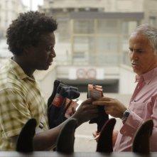 Contromano: Alex Fondja in una scena del film