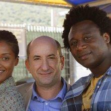 Contromano: Aude Legastelois, Antonio Albanese e Alex Fondja in un'immagine promozionale del film