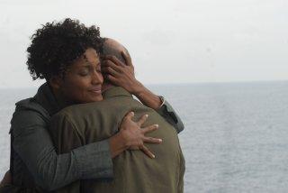 Contromano: Aude Legastelois e Antonio Albanese in una scena del film