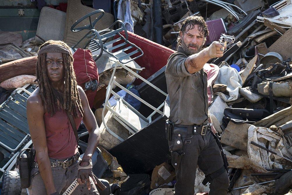 The Walking Dead: Andrew Lincoln e Danai Gurira in una scena dell'episodio The Lost and the Plunderers