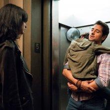 Jessica Jones: Krysten Ritter e J.R. Ramirez in una scena della seconda stagione