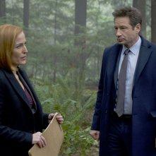 X-Files: una scena con Gillian Anderson e David Duchovny dell'episodio Familiar