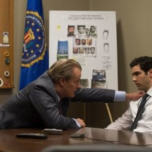 The Looming Tower: Jeff Daniels e Tahar Rahim in una scena