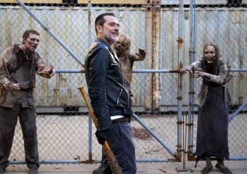 "The Walking Dead: Jeffrey Dean Morgan nell'episodio ""Dead or Alive Or"""