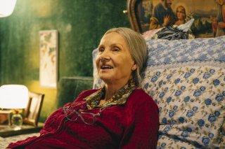Metti la nonna in freezer: Barbara Bouchet in una scena del film