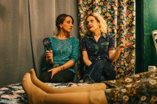 Metti la nonna in freezer: Lucia Ocone e Marina Rocco in una scena del film