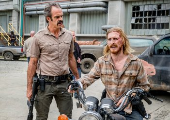 The Walking Dead: Steven Ogg e Austin Amelio nell'episodio The Key