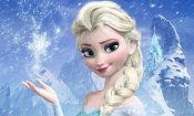 Un uomo vestito da Elsa di Frozen aiuta la polizia di Boston durante tempesta