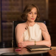 Tomb Raider: Kristin Scott Thomas in una scena del film
