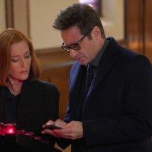X-Files: David Duchovny e Gillian Anderson in una scena di Nothing Lasts Forever