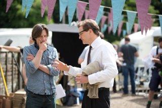 Il mistero di Donald C.: Colin Firth e il regista James Marsh sul set del film