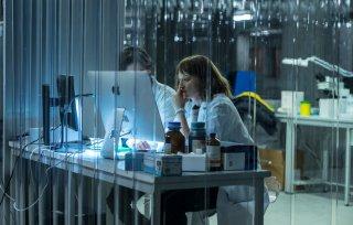 Il Miracolo: Alba Rohrwacher in una scena della serie