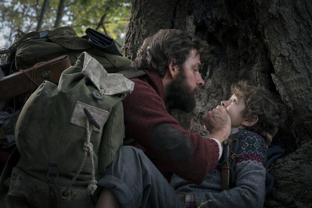 A Quiet Place - Un posto tranquillo: John Krasinski e Noah Jupe in una scena del film