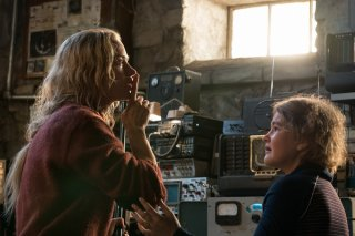 A Quiet Place - Un posto tranquillo: Emily Blunt e Millicent Simmonds in una scena del film