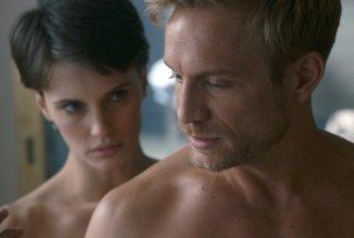 Doppio amore: Marine Vacth e Jérémie Rénier in un momento del film