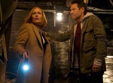 X-Files: David Duchovny con Gillian Anderson nell'episodio Il figlio perduto
