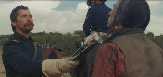Hostiles: Christian Bale in un'immagine del film