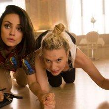 The Spy Who Dumped Me: Mila Kunis e Kate McKinnon in una scena