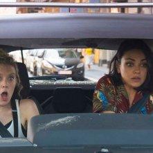 The Spy Who Dumped Me: Mila Kunis e Kate McKinnon in una concitata scena in auto