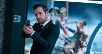 The Spy Who Dumped Me: Justin Theroux impugna la pistola