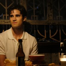 American Crime Story: una scena con Darren Criss, seconda stagione