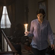 The Walking Dead: Lauren Cohan in una scena dell'episodio Do Not Send Us Astray
