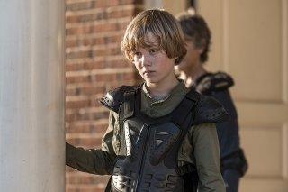 The Walking Dead: Macsen Lintz in una scena dell'episodio Do Not Send Us Astray