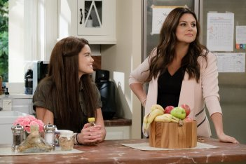 Alexa & Katie: Tiffani Thiessen e Paris Berelc in una scena
