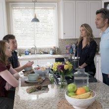 Santa Clarita Diet: Liv Hewson, Skyler Gisondo, Timothy Olyphant e Drew Barrymore in una foto della seconda stagione