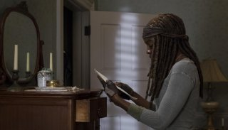 The Walking Dead: Danai Gurira nell'episodio Still Gotta Mean Something