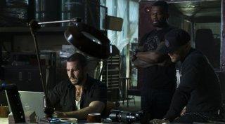 Nella tana dei lupi: Pablo Schreiber, 50 Cent ed Evan Jones in una scena del film