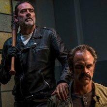 The Walking Dead: Jeffrey Dean Morgan e Steven Ogg nell'episodio Worth