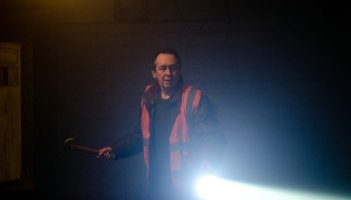 Ghost Stories: Paul Whitehouse in una scena del film