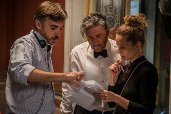 Il tuttofare: Sergio Castellitto e il regista Valerio Attanasio sul set del film