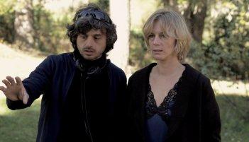 Parlami di Lucy: Antonia Liskova e il regista Giuseppe Petitto sul set