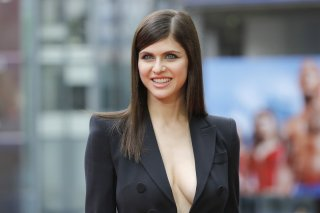 images/2018/04/17/alexandra-daddario-in-the-limelight.jpg