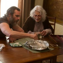 A Beautiful Day: Joaquin Phoenix e Judith Roberts in una scena del film