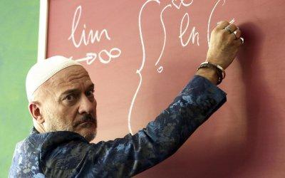 """Arrivano i prof, Claudio Bisio: """"Il mio professore è in fuga, un disilluso"""""""