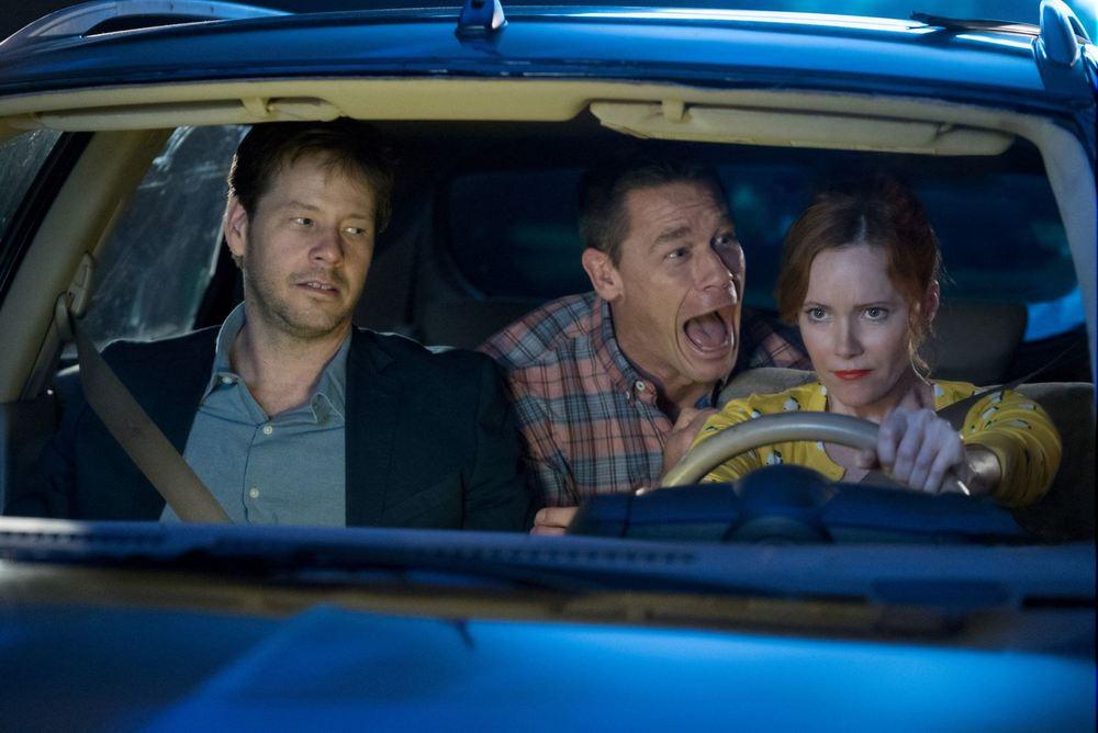 Giù le mani dalle nostre figlie: John Cena, Ike Barinholtz e Leslie Mann in una scena del film