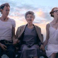 Parigi a piedi nudi: Emmanuelle Riva, Dominique Abel e Fiona Gordon in una scena del film