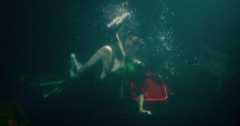 Parigi a piedi nudi: Fiona Gordon in una scena del film
