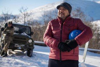 Hotel Gagarin: Claudio Amendola in una scena del film