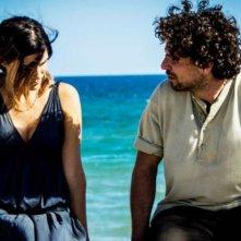 La settima onda: Francesco Montanari e Valeria Solarino in una scena del film
