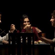 La settima onda: Imma Piro, Francesco Montanari e Valeria Solarino in una scena del film