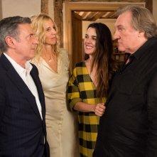 Sogno di una notte di mezza età: Gerard Depardieu, Adriana Ugarte, Sandrine Kiberlain e Daniel Auteuil in un momento del film