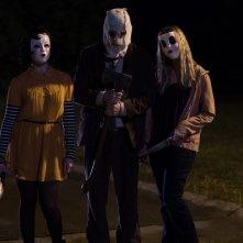 The Strangers - Prey at Night: Damian Maffei, Emma Bellomy e Anna Shaffer in una scena del film