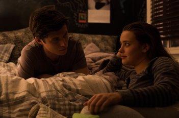 Tuo, Simon: Nick Robinson e Katherine Langford in una scena del film